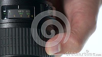 Fotolens - de Hand past Nadrukring aan stock video