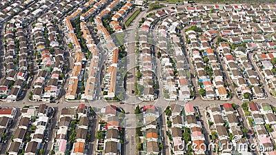 Fotos aéreas de casas residenciais. sunlight. Dia ensolarado vídeos de arquivo