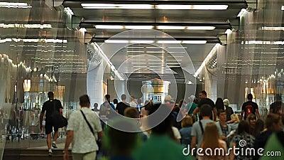 Foule dans la station de métro Vorobyovy sanglant clips vidéos