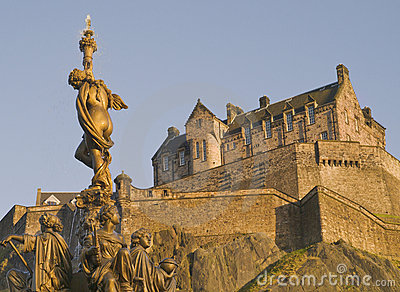 Fountain and Edinburgh Castle (Horizontal)