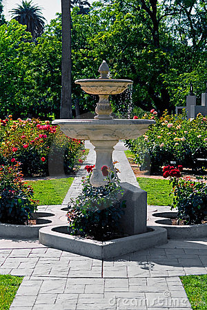 Free Fountain In The Middle Of Rose Garden Stock Images - 4268614