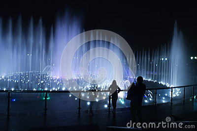 Fountain night people photographer