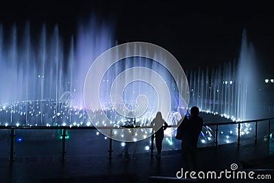 Fountain night people photographer