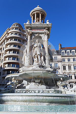 Fountain in Place des Jacobins