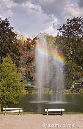 Free Fountain With Rainbow Stock Image - 3338951