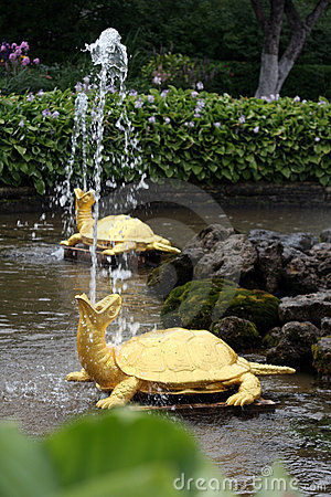 Free Fountains In Peterhof Stock Image - 9073311