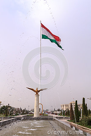 Free Fountains On The Square Of The National Flag Of Tajikistan. Dush Royalty Free Stock Photo - 44618985