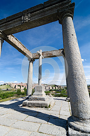 The four columns, Avila