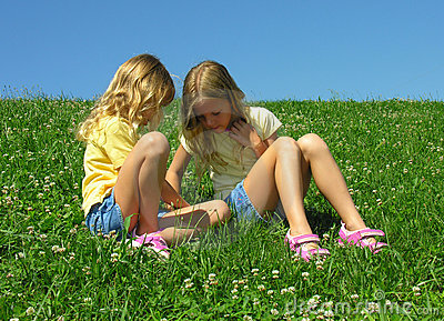 Four-leafed clover hunters