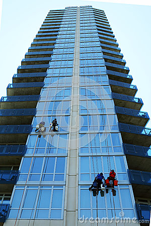 Free Four Window Washers On Skyscraper Royalty Free Stock Photography - 32353677