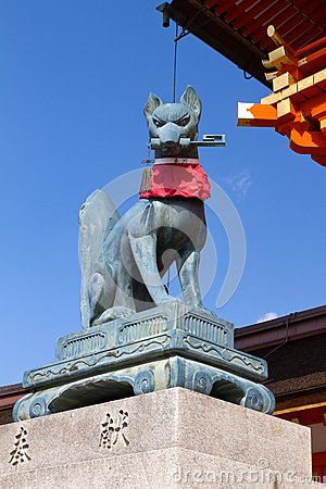 Fox holding a key in its mouth, Fushimi Inari Shrine, Kyoto