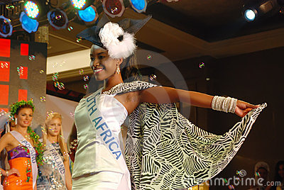 Fräulein Südafrika mit nationalem Kostüm Redaktionelles Foto