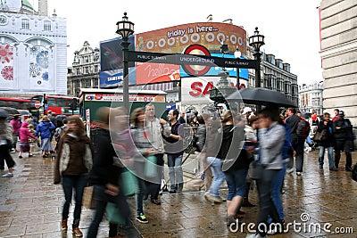 För cirkus turister 2010 piccadilly Redaktionell Fotografering för Bildbyråer