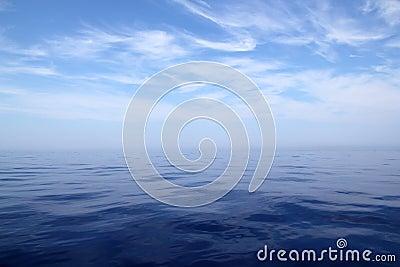 För horisonthav för blue lugnat vatten för sky för hav för scenics