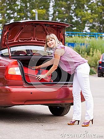 För resväskakvinna för bil rött barn