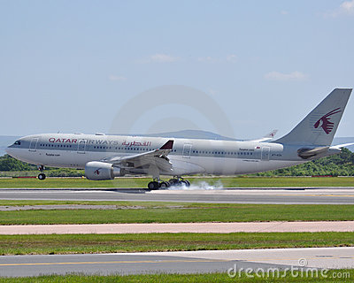 För trafikflygplanflygbolag för flygbuss a320 commercial qatar Redaktionell Arkivfoto