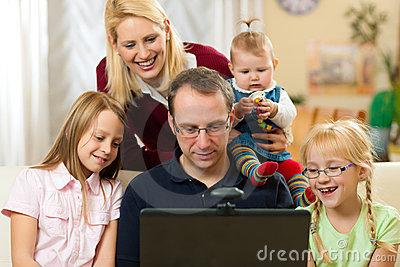 Framdel för datorconferencfamilj som har videoen