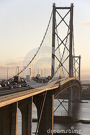 Framåt vägbro - Edinburgh - Skottland Redaktionell Arkivbild