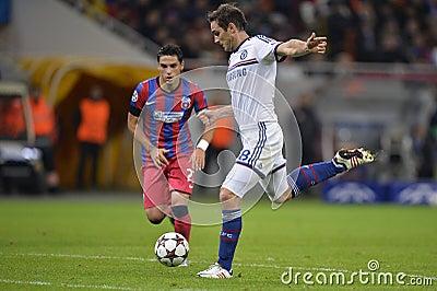 Frank Lampard schießt den Ball Redaktionelles Stockbild