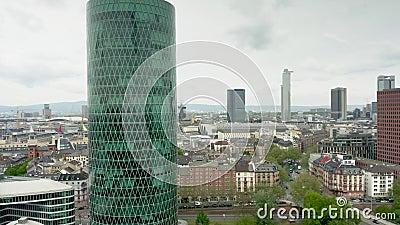FRANKFURT AM MAIN, DEUTSCHLAND - 29. APRIL 2019 Vogelperspektive der europ?ischen Versicherungs-und Ruhegeld-Berechtigung stock video footage