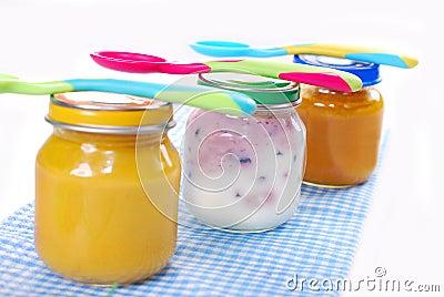 Frascos com comida para bebê