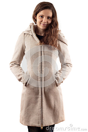 Frau im beige Mantel
