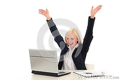 Frau mit dem Laptop-Zujubeln