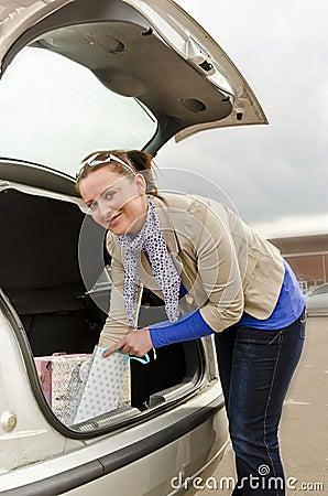 Frau und Auto
