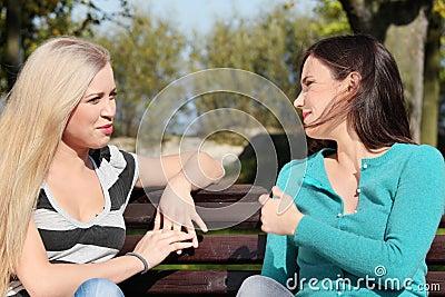 Frau zwei am Park
