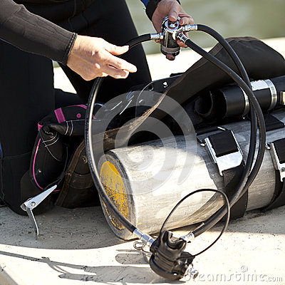 Förbereda scubaen utrusta för bruk