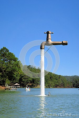 Free Free Standing Faucet Floating Over A Lake Royalty Free Stock Photos - 51437228