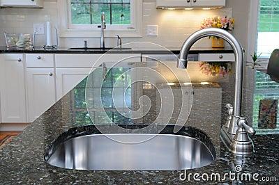 Fregadero de cocina en contador del granito fotos de - Fregaderos de granito para cocina ...