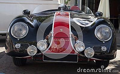 Frente de un coche de carreras Imagen editorial