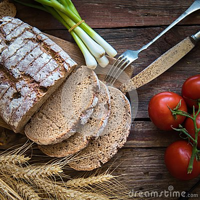 Free Fresh Brown Bread On A Wooden Plate With Vegetables Royalty Free Stock Photos - 104993938