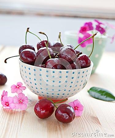 Free Fresh Cherries In Little Bowl Stock Photo - 31987000