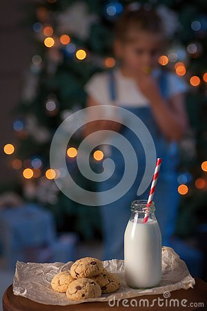 Free Fresh Chocolate Chips Cookies With Milk For Santa Royalty Free Stock Photos - 135301608