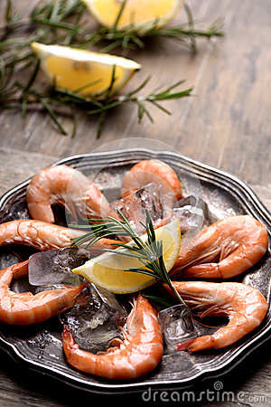 Free Fresh Chrimps With Rosemary Stock Photos - 85535723