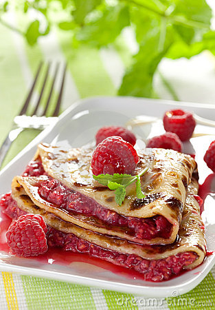Fresh crepe with raspberries