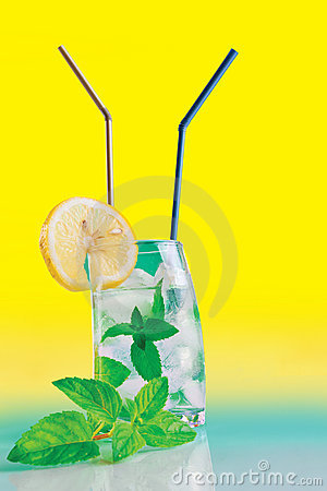 Fresh drink with mint, lemon and ice