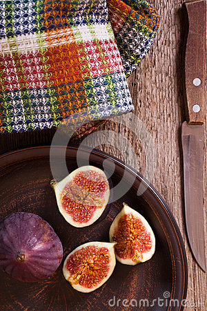 Fresh figs, old knife and  towel