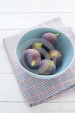 Fresh figs in turquoise bowl