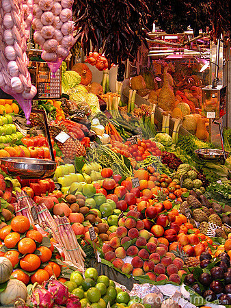 Free Fresh Fruit And Vegetables At Market Stall Royalty Free Stock Images - 673069