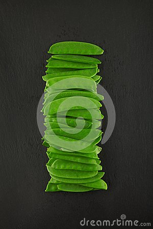 Free Fresh Green Kaiser Peppers On Dark Slate Kitchen Plate, Rusty Shabby Chic Stock Images - 113399474