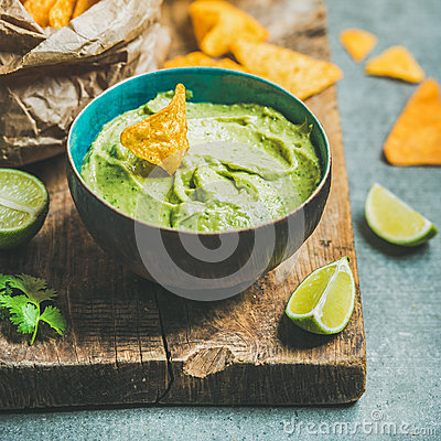 Free Fresh Guacamole Sauce In Blue Bowl And Chips, Square Crop Stock Images - 91698024