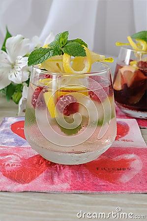 Free Fresh Homemade Lemonade With Mint And Raspberries Stock Photography - 28726442