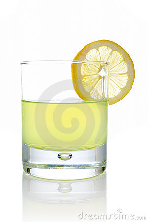 Fresh lemon juice with a slice