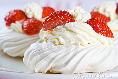 Fresh meringue with thick cream and stawberries