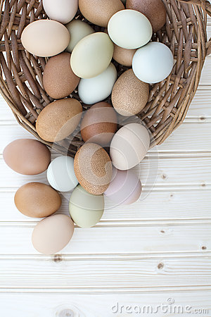 Free Fresh Organic Chickeneggs In Old Dusty Basket On Wooden Backgrou Stock Photo - 70181170
