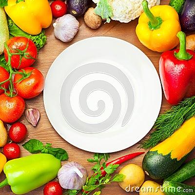 Free Fresh Organic Vegetables Around White Plate Stock Photography - 31666422