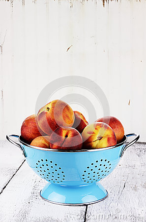 Free Fresh Peaches Royalty Free Stock Images - 25987439